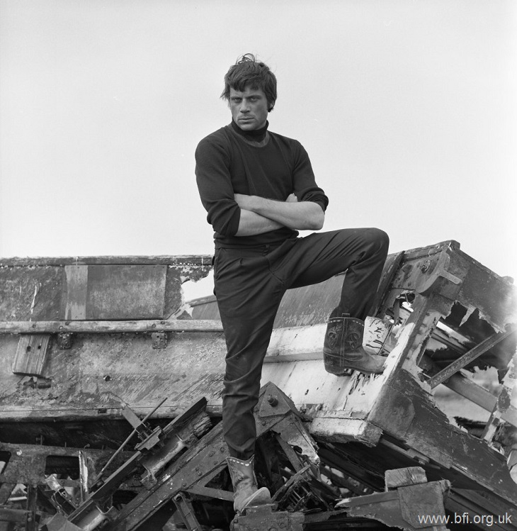Oliver Reed 1 W730